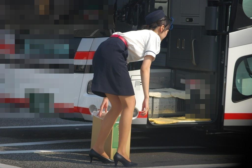 美脚素人バスガイドのタイトスカート盗撮エロ画像11枚目