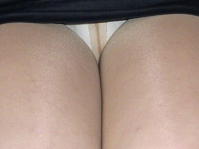 たくし上げタイトスカート三角パンチラOL画像16枚目
