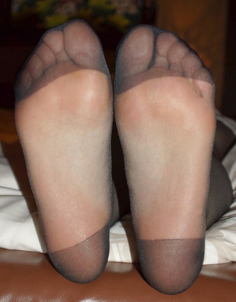 蒸れ蒸れ黒パンストOLの足裏の臭いフェチ画像4枚目