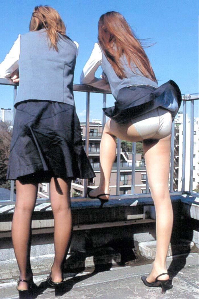 彼氏連れのOLさんのタイトスカート巨尻盗撮画像8枚目