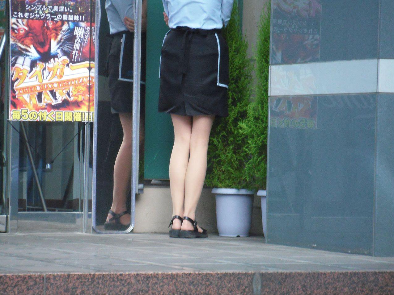 彼氏連れのOLさんのタイトスカート巨尻盗撮画像11枚目