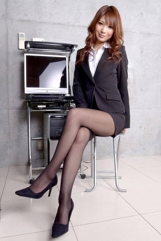 美脚受付嬢OLのハイヒールと黒パンスト魅惑エロ画像10枚目