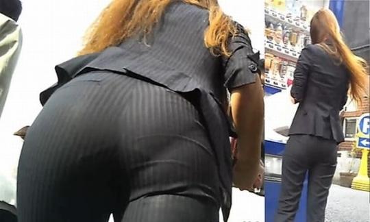 パンツスーツOLの巨尻パンティライン盗撮画像11枚目