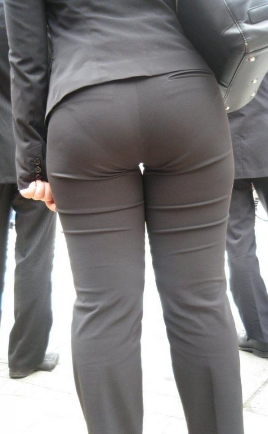 エスカレーターOLの巨尻パンティライン盗撮画像11枚目