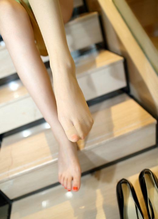 パンストつま先OLの足コキを連想させるエロ画像11枚目