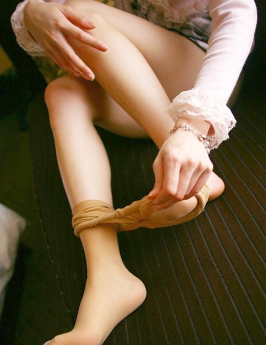パンストつま先OLの足コキを連想させるエロ画像14枚目