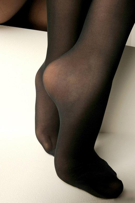 OLのパンストつま先の尖った足コキ搾精希望なエロ画像16枚目
