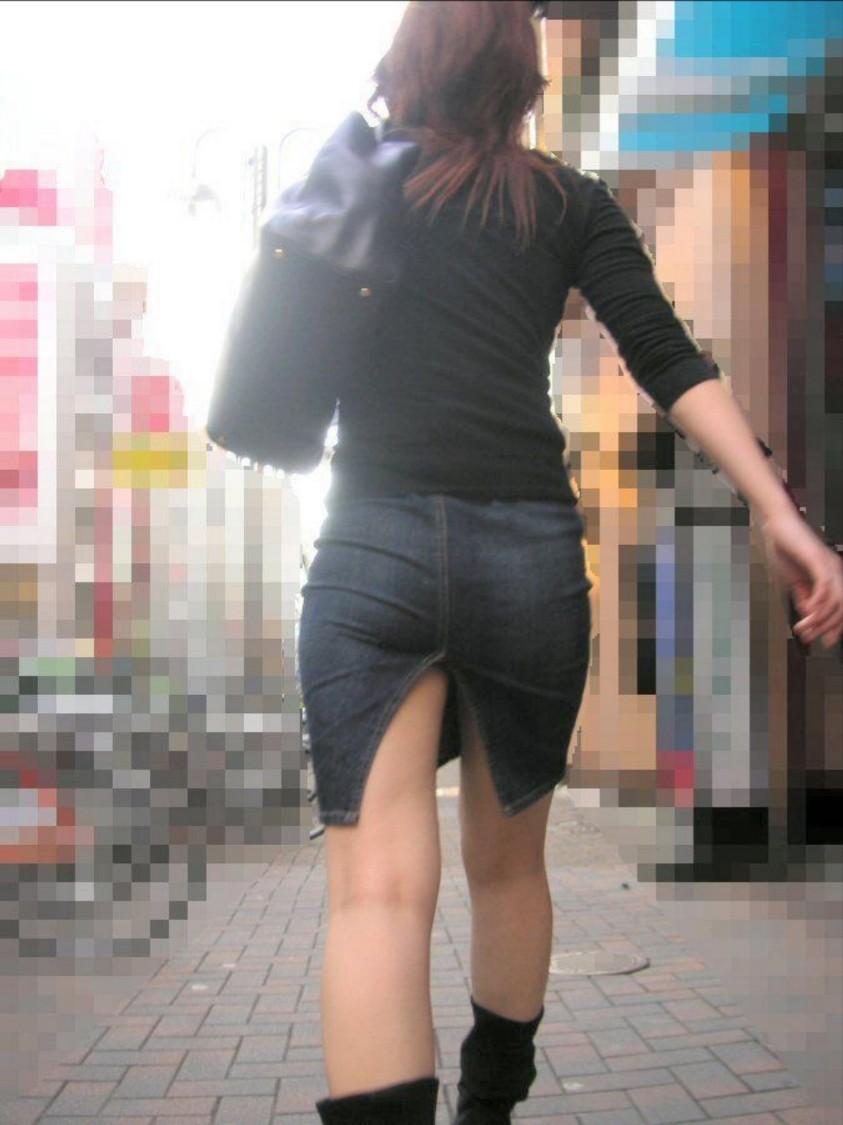 スリット入りのタイトスカートを盗撮したOL画像10枚目