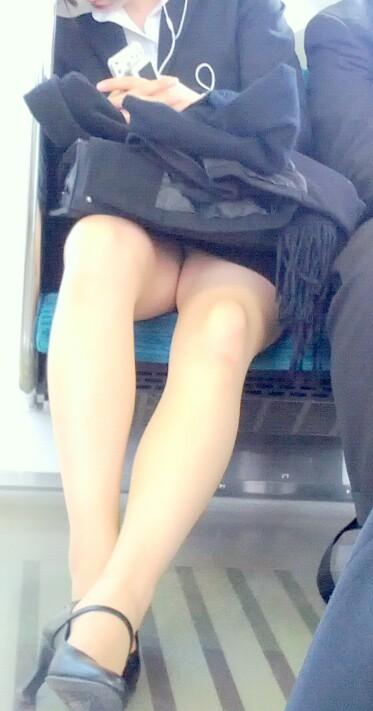 OLのリクスー三角デルタ電車内居眠り盗撮エロ画像1枚目