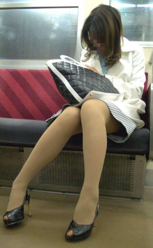 OLのリクスー三角デルタ電車内居眠り盗撮エロ画像2枚目