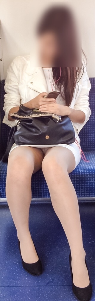 OLのリクスー三角デルタ電車内居眠り盗撮エロ画像6枚目