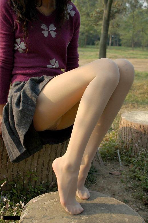 つま先パンストの尖りまくった美脚OLのエロ画像1枚目
