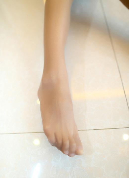 つま先パンストの尖りまくった美脚OLのエロ画像16枚目