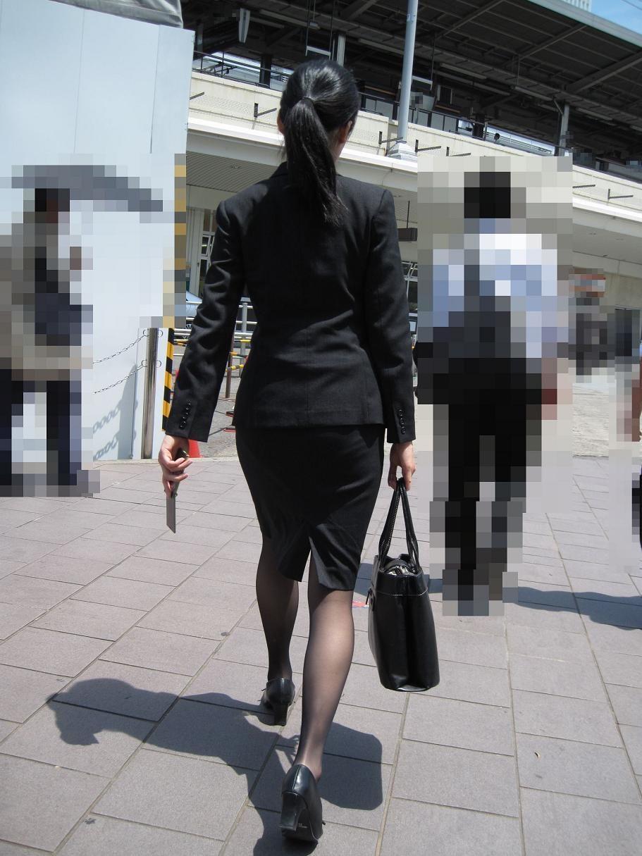 街撮りOLの魅惑美脚とタイトスカート盗撮エロ画像1枚目