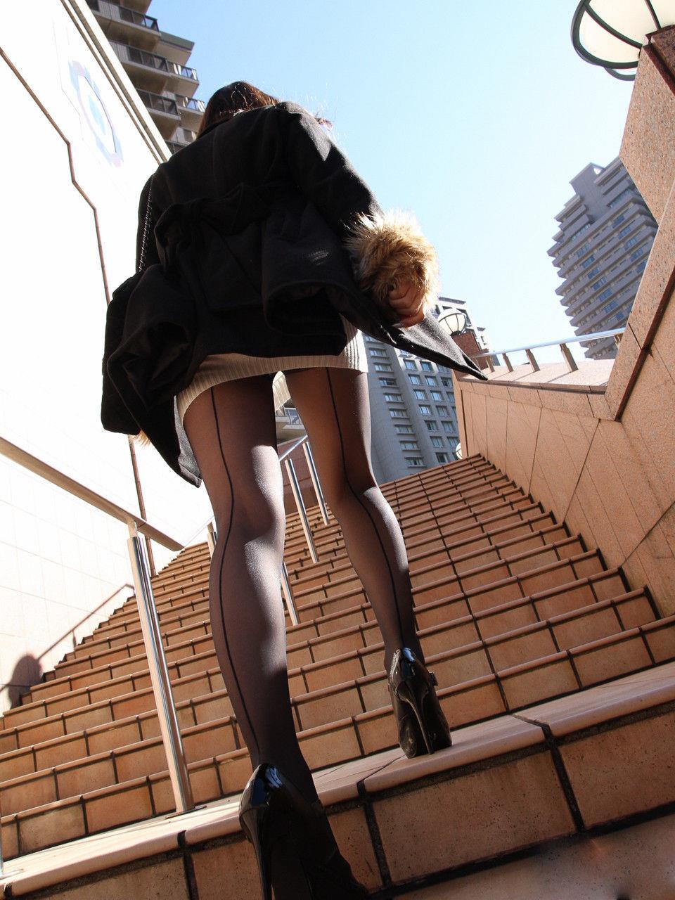 街撮りOLの魅惑美脚とタイトスカート盗撮エロ画像3枚目
