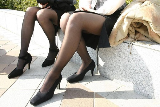 街撮りOLの魅惑美脚とタイトスカート盗撮エロ画像11枚目