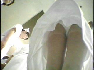 白衣のナースの透け防止パンチラ逆さ撮り盗撮画像8枚目
