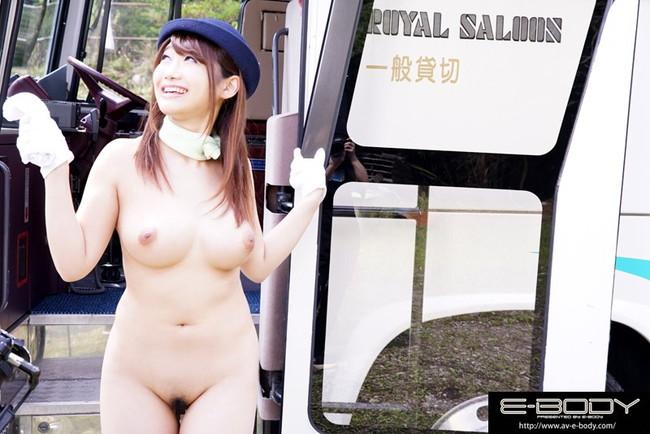バスガイドが休憩中に車内セックスの盗撮エロ画像9枚目