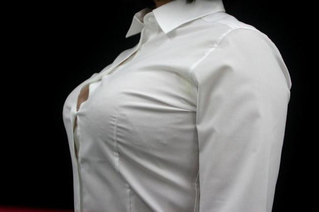 痴女OLの乳首勃起ノーブラブラウス誘惑エロ画像10枚目