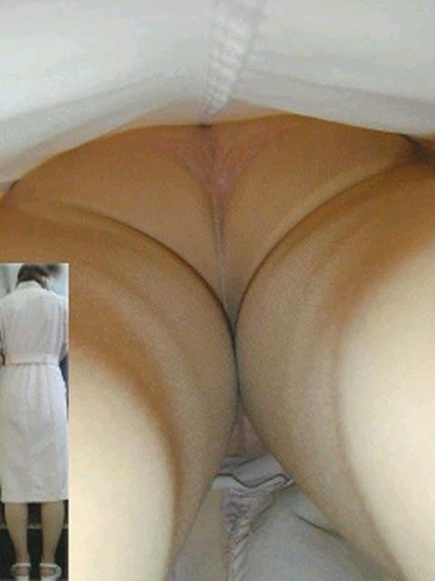真面目な白衣ナースの透け逆さ撮り盗撮エロ画像15枚目