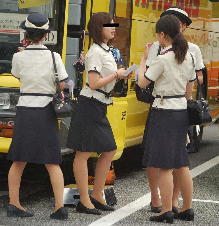 素人バスガイドの巨尻タイトスカート盗撮エロ画像6枚目