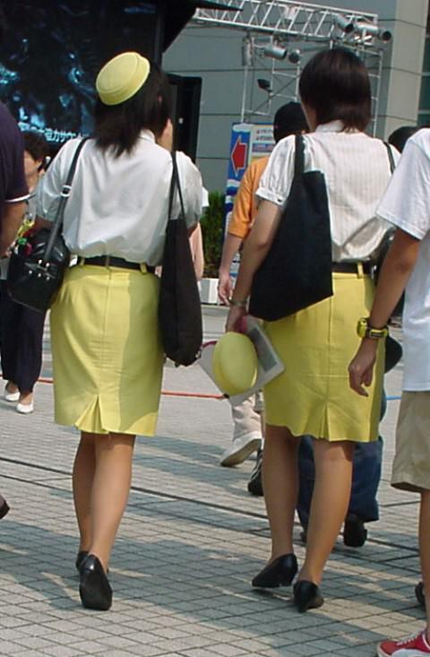素人バスガイドの巨尻タイトスカート盗撮エロ画像9枚目