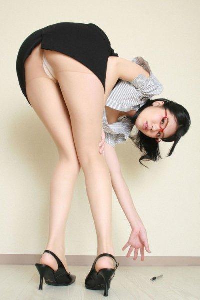 タイトスカートやパンスト姿がエロいOL画像特集4枚目