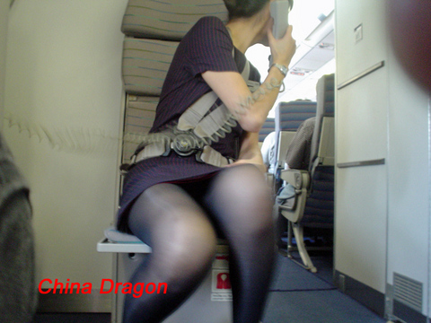 CAのタイトスカート三角パンチラ盗撮エロ画像9枚目