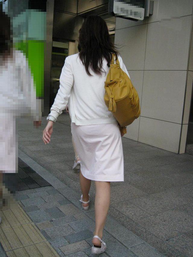 白衣ナースの透けパンティーライン街撮りエロ画像6枚目