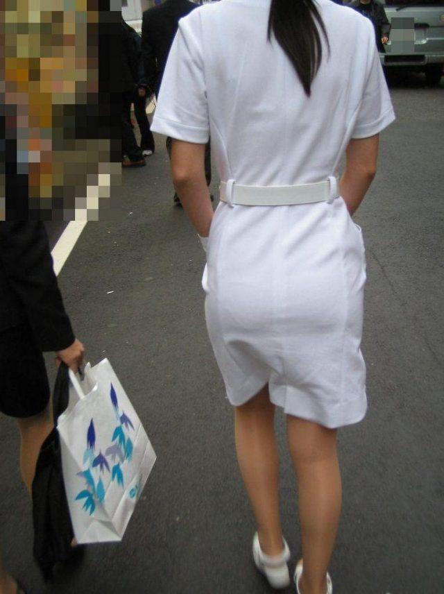 白衣ナースの透けパンティーライン街撮りエロ画像8枚目