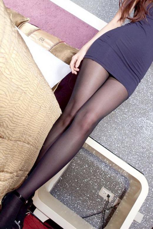 美脚パンストとタイトスカート三角OLエロ画像14枚目