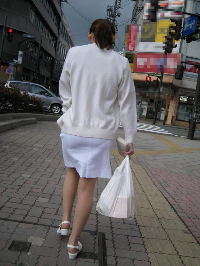 巨尻素人ナースの透け白衣パンティーライン盗撮画像15枚目