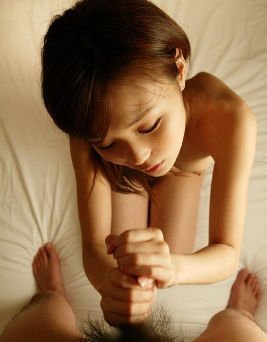 痴女OLが見つめながら手コキで強制射精のエロ画像8枚目
