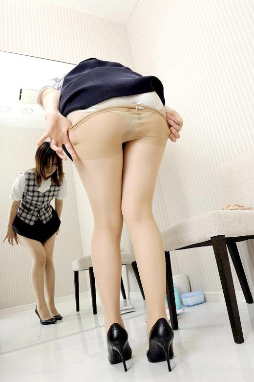 美脚が魅力的なOLタイトスカートとパンストエロ画像7枚目