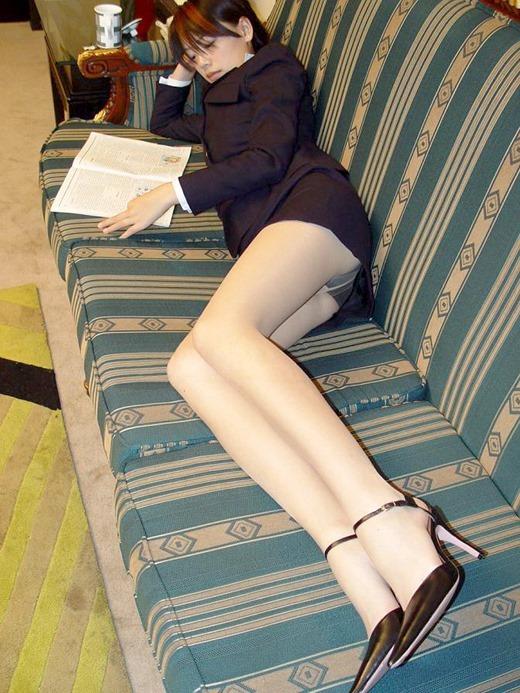 美脚が魅力的なOLタイトスカートとパンストエロ画像11枚目