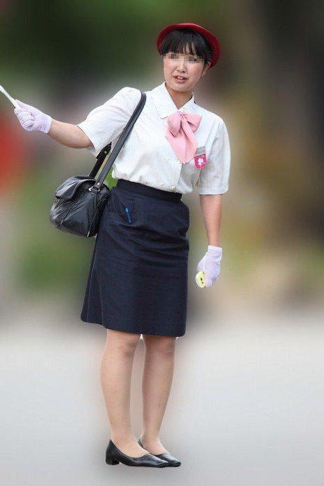 素人バスガイドの淫乱パンストパンチラ盗撮エロ画像3枚目