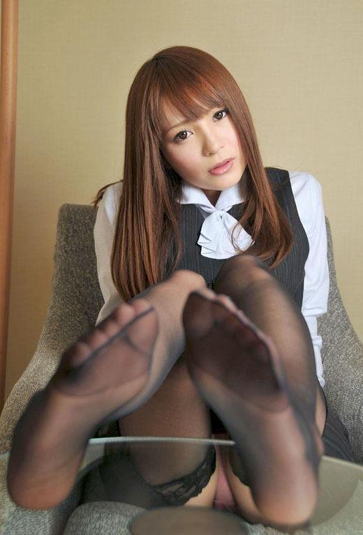 OLの縫い目くっきり黒パンスト蒸れた足裏エロ画像8枚目