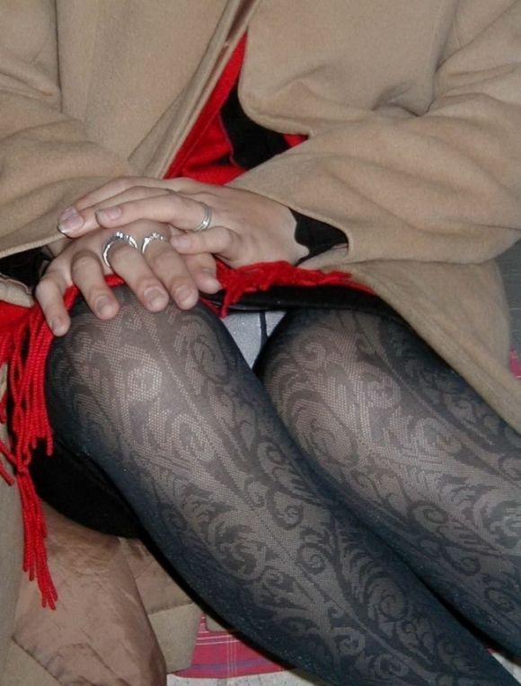 OLのタイトスカートからチラつく三角ゾーン盗撮エロ画像12枚目