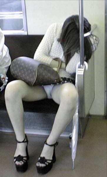 素人巨乳OLのカラオケBOX三角パンチラ盗撮画像9枚目