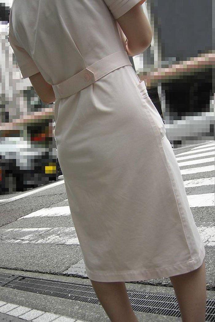 透け透け白衣ナースの休憩中を盗撮したエロ画像8枚目