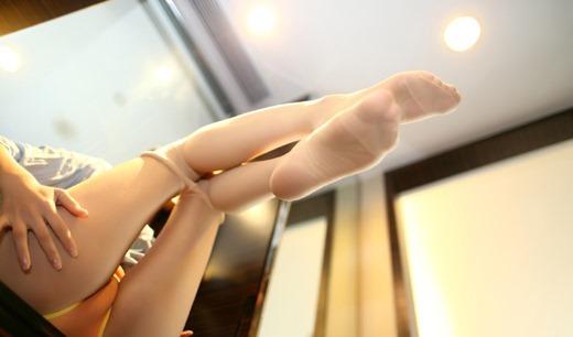 ベージュパンスト素人私服OLの蒸れ臭い足裏エロ画像10枚目