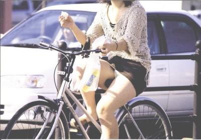素人OLのパンチラ自転車タイトスカートエロ画像12枚目