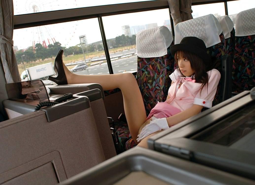 バスガイドが着衣騎乗位でセックスするエロ画像15枚目