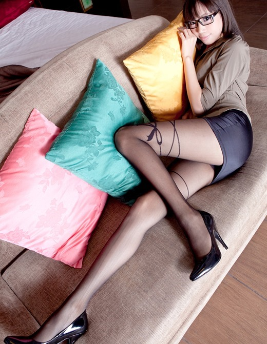 美脚OLがパンスト姿で誘う淫らな枕営業エロ画像11枚目