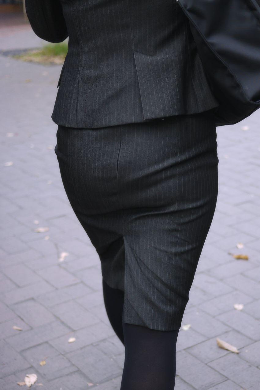 素人OLのタイトスカート街撮りフェチ盗撮エロ画像14枚目