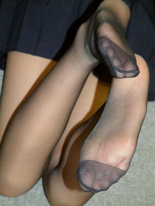 美脚OLのセクシーな足裏ホクロパンストエロ画像1枚目
