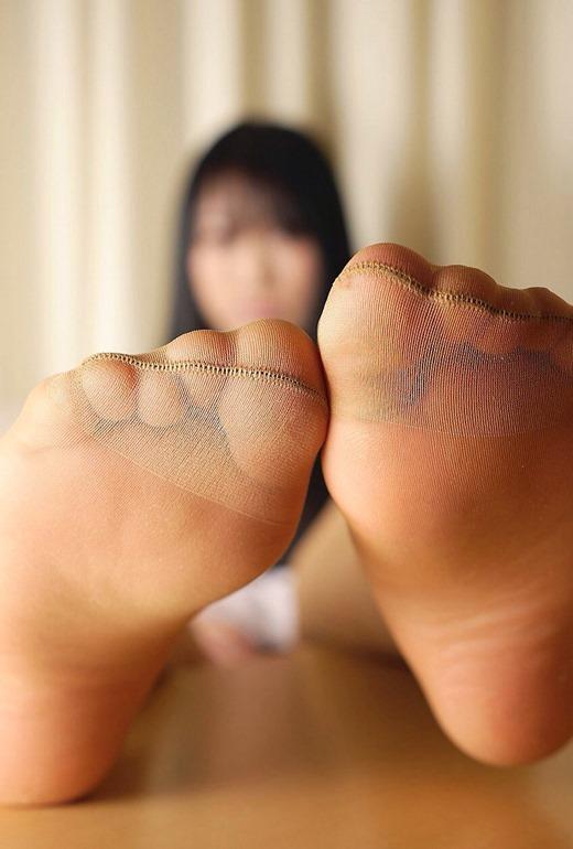 美脚OLのセクシーな足裏ホクロパンストエロ画像9枚目