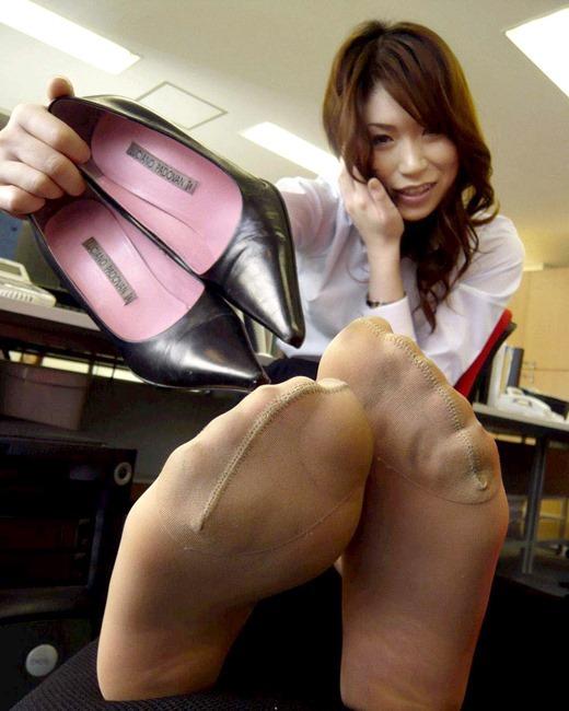 美脚OLのセクシーな足裏ホクロパンストエロ画像11枚目
