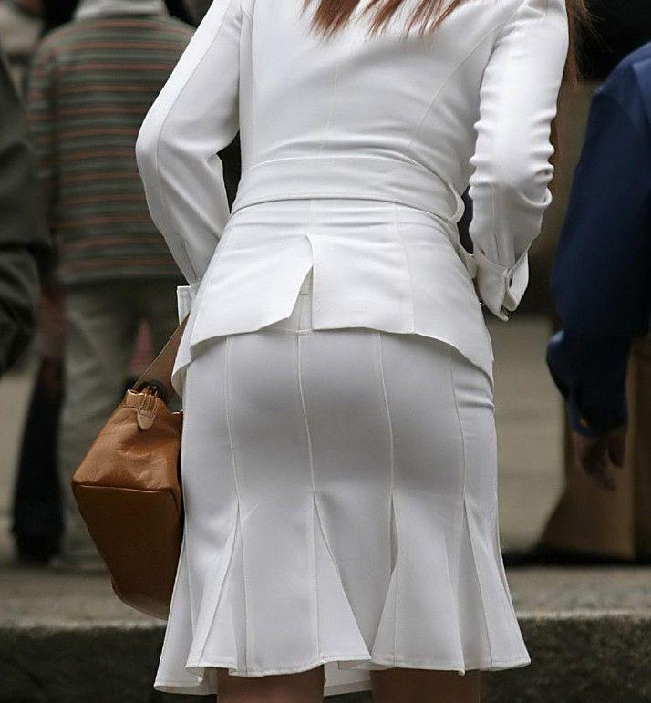 素人OLのタイトスカートパンティライン盗撮エロ画像9枚目