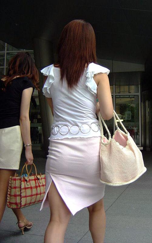 素人OLのタイトスカートパンティライン盗撮エロ画像11枚目
